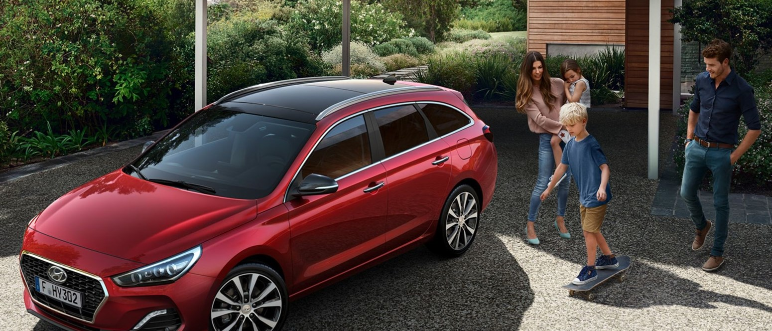 I30 Wagon Front View Family 16X9